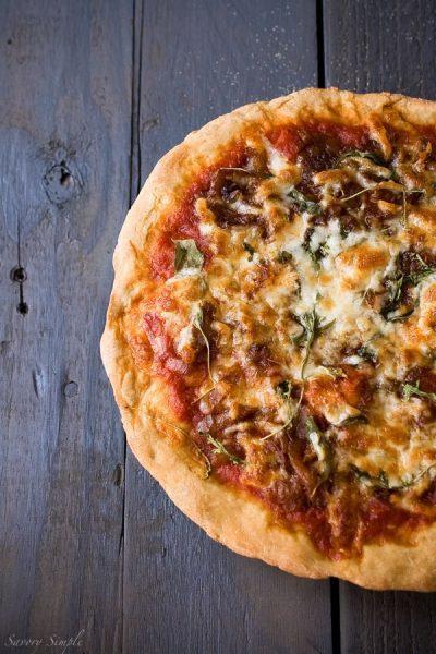 caramelized-onion-pizza