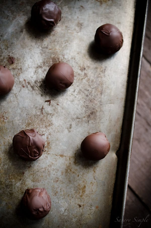 Cookie Butter Truffles are easy to prepare candies made from cookie butter and dark chocolate!