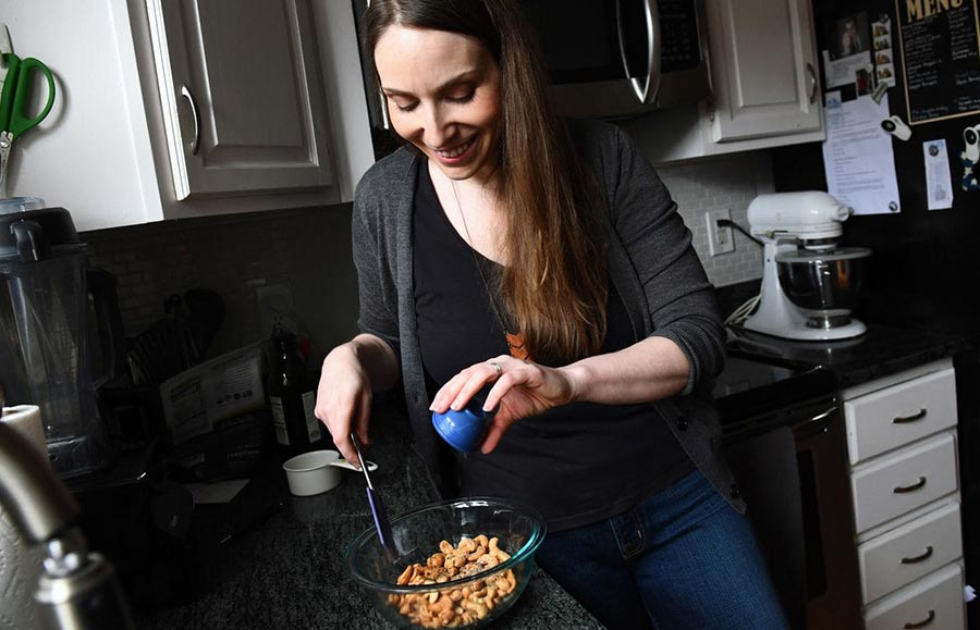 Jennifer Farley of Savory Simple, preparing Salt & Pepper Cashews for Voraciously.
