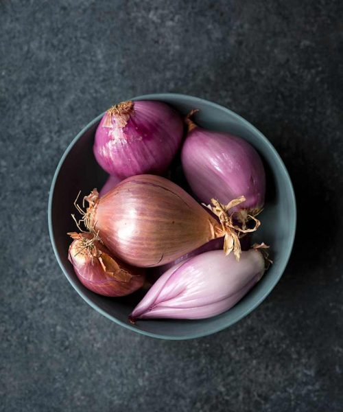 What are shallots? Shallots of various shapes and sizes in a bowl.