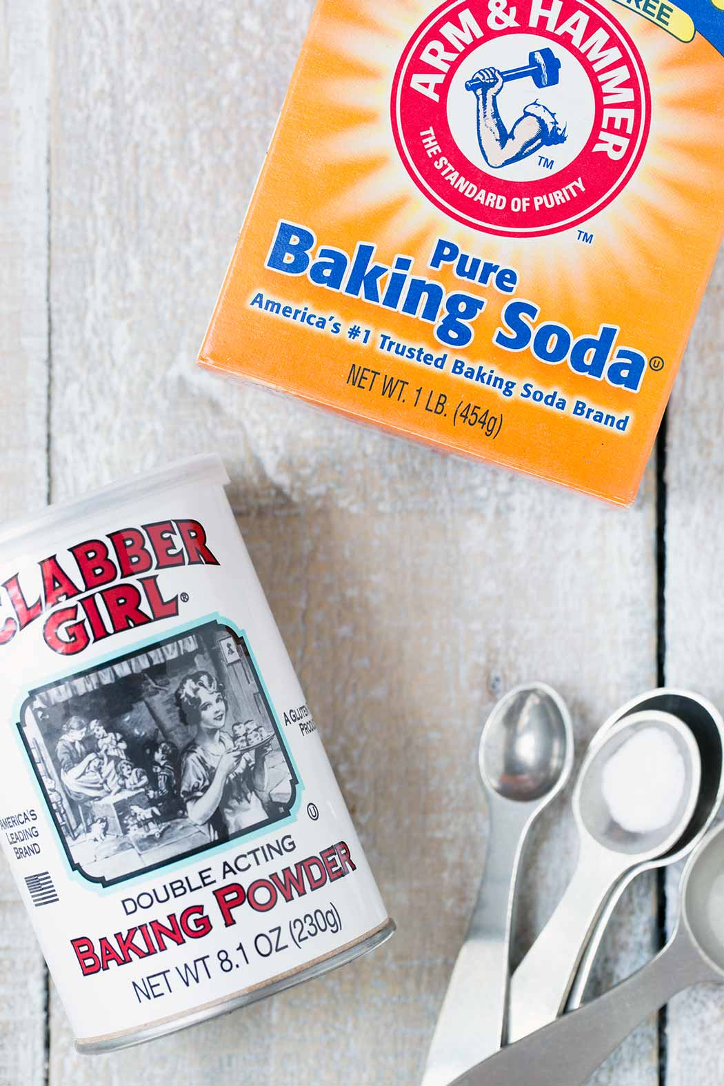 A closeup look at baking soda vs. baking powder.