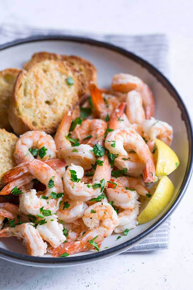 Close up of garlic shrimp scampi in a bowl
