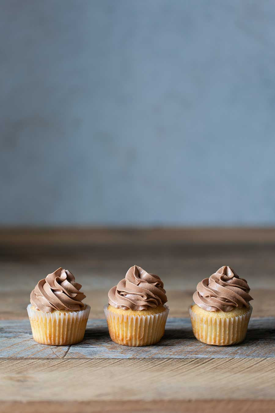 How many carbs in a vanilla cupcake with chocolate frosting