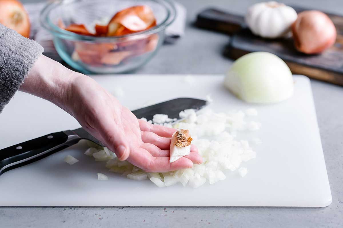 How to chop an onion with the root end